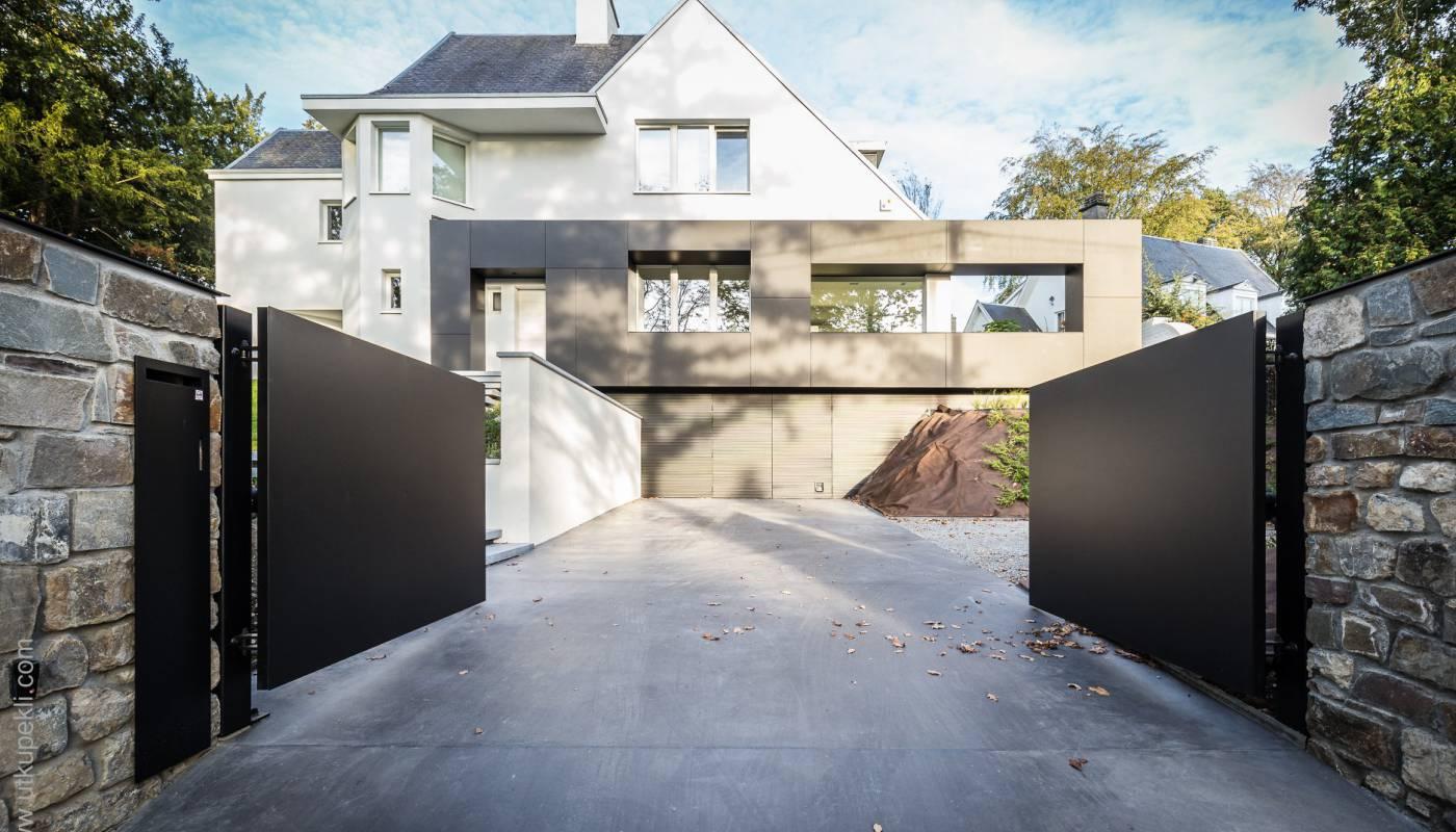 Métamorphose d'une villa des années 50 - devanture en béton lissé