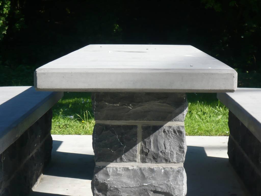 Table en béton préfabriqué