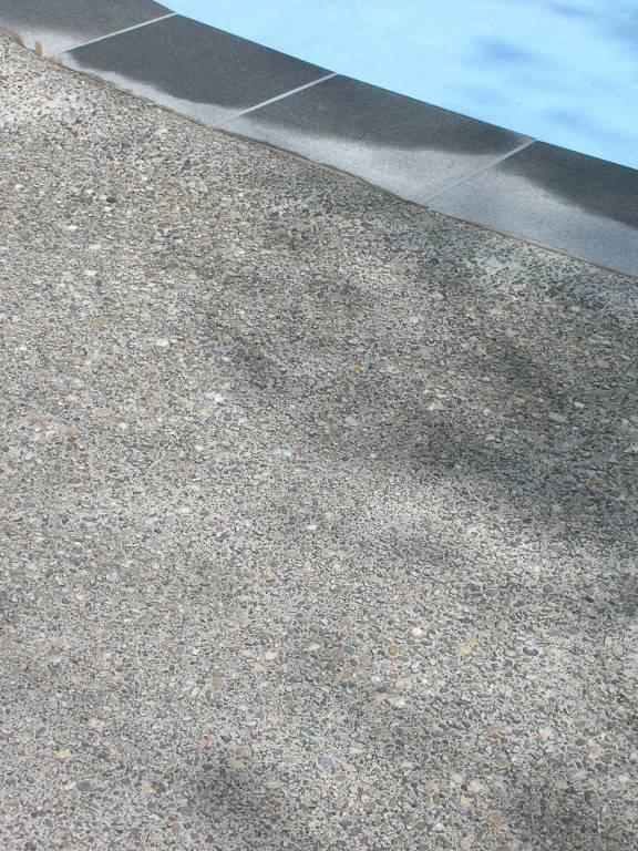 Rampe extérieure en béton lavé