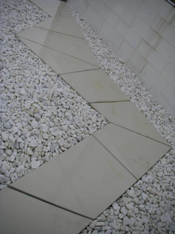Pas japonais en béton préfabriqué blanc