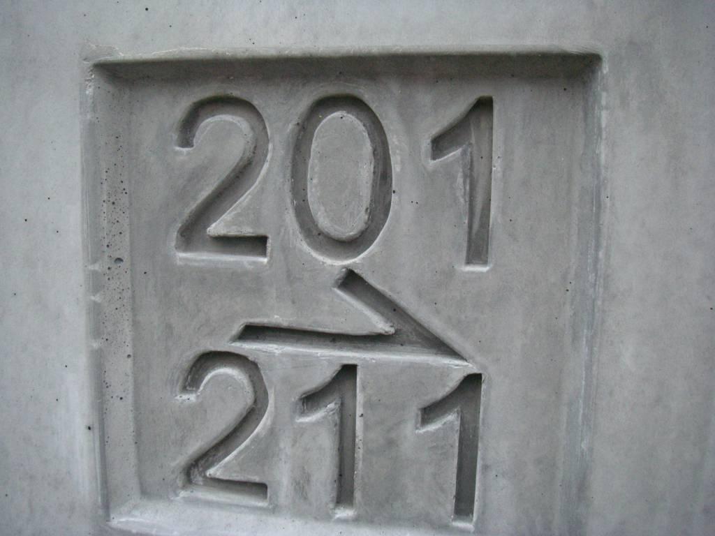 Logo sur béton