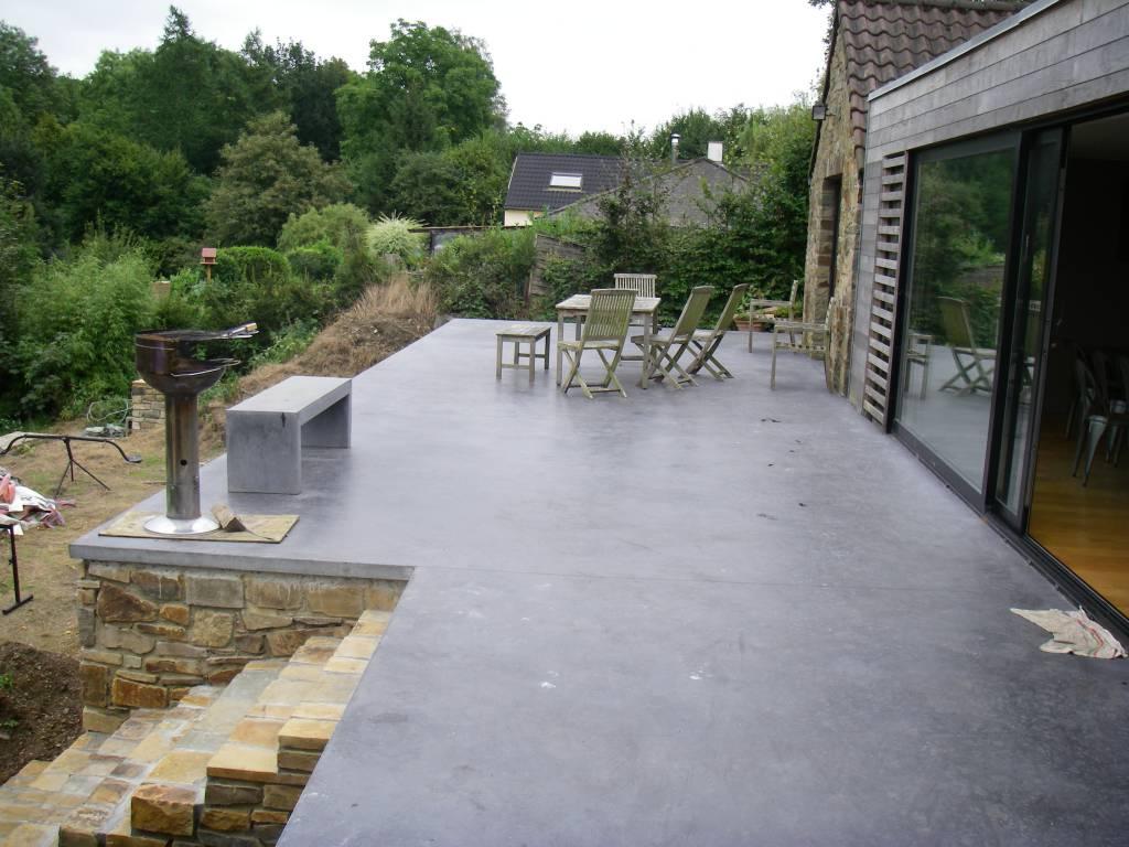 Terrasse en béton anthracite