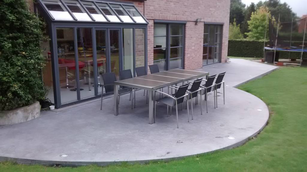 Terrasse en béton lissé anthracite