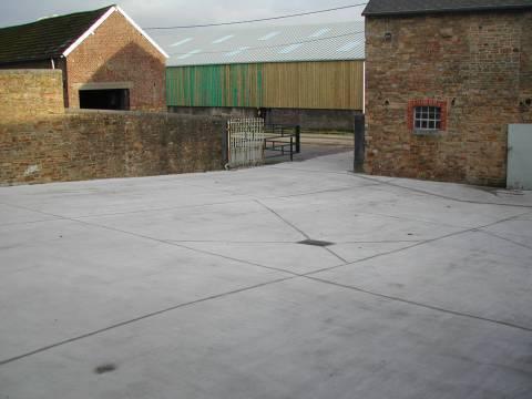 Dalle de sol en béton pour cours agricole