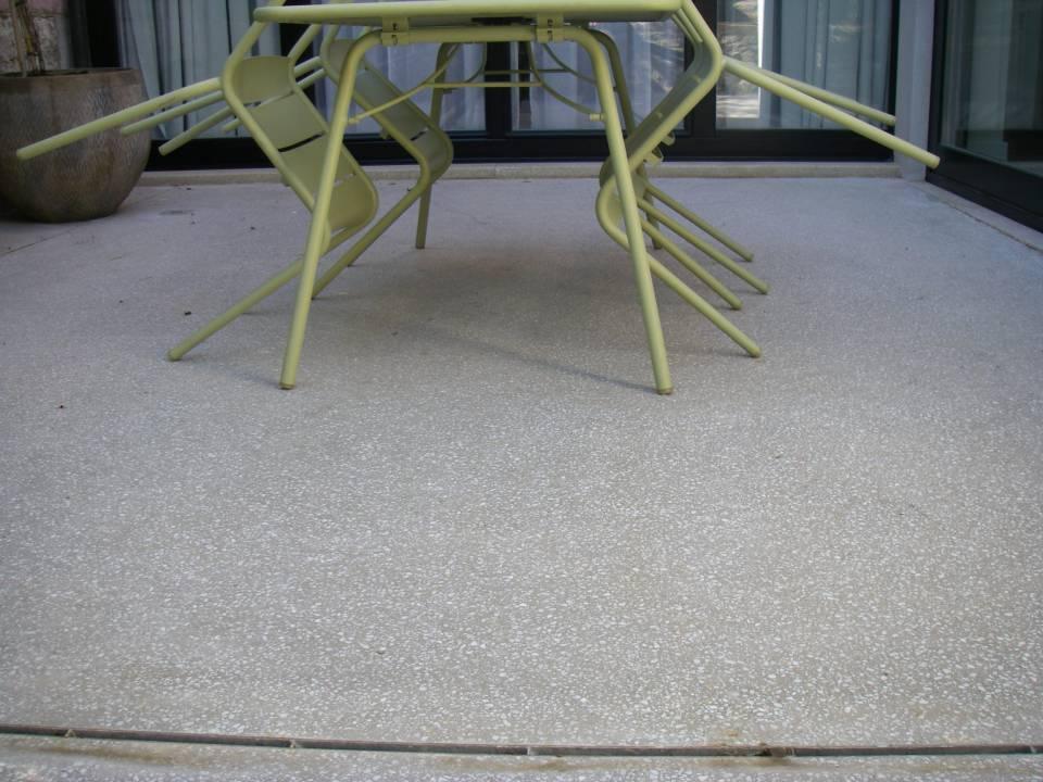 Terrasse en béton poli granito