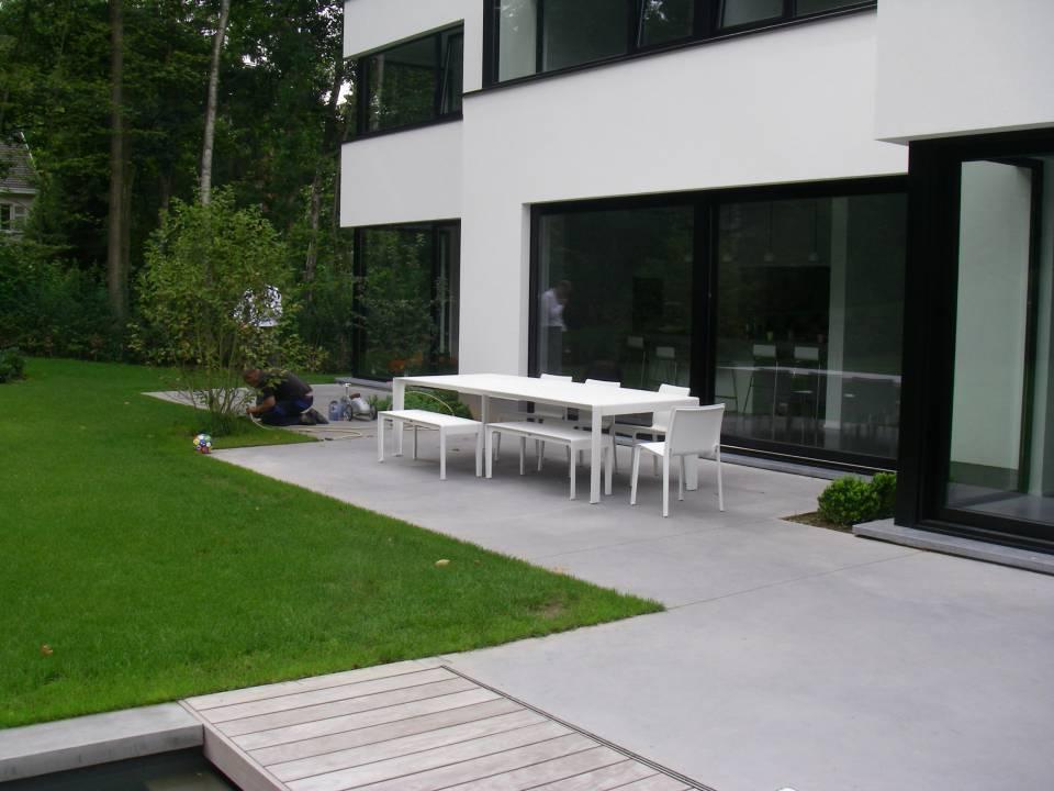Terrasse en béton gris souris