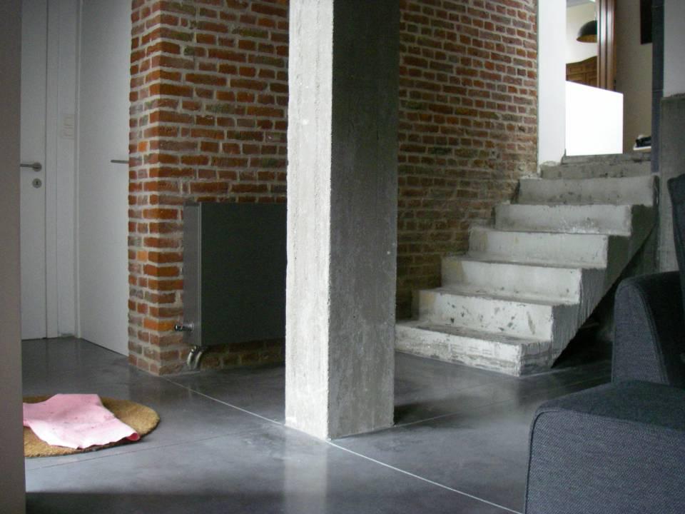 Dalles de sol de maison en béton gris souris lissé au quartz