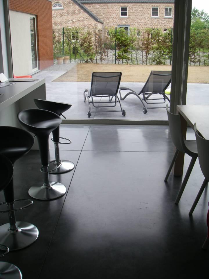 Maison et terrasse en béton lissé