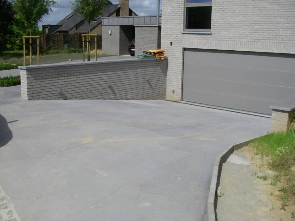 Rampe de garage en béton semi-lissé